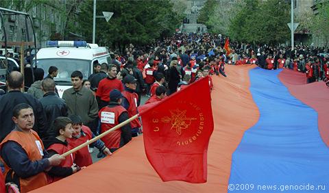 Участники шествия собираются у Матенадарана